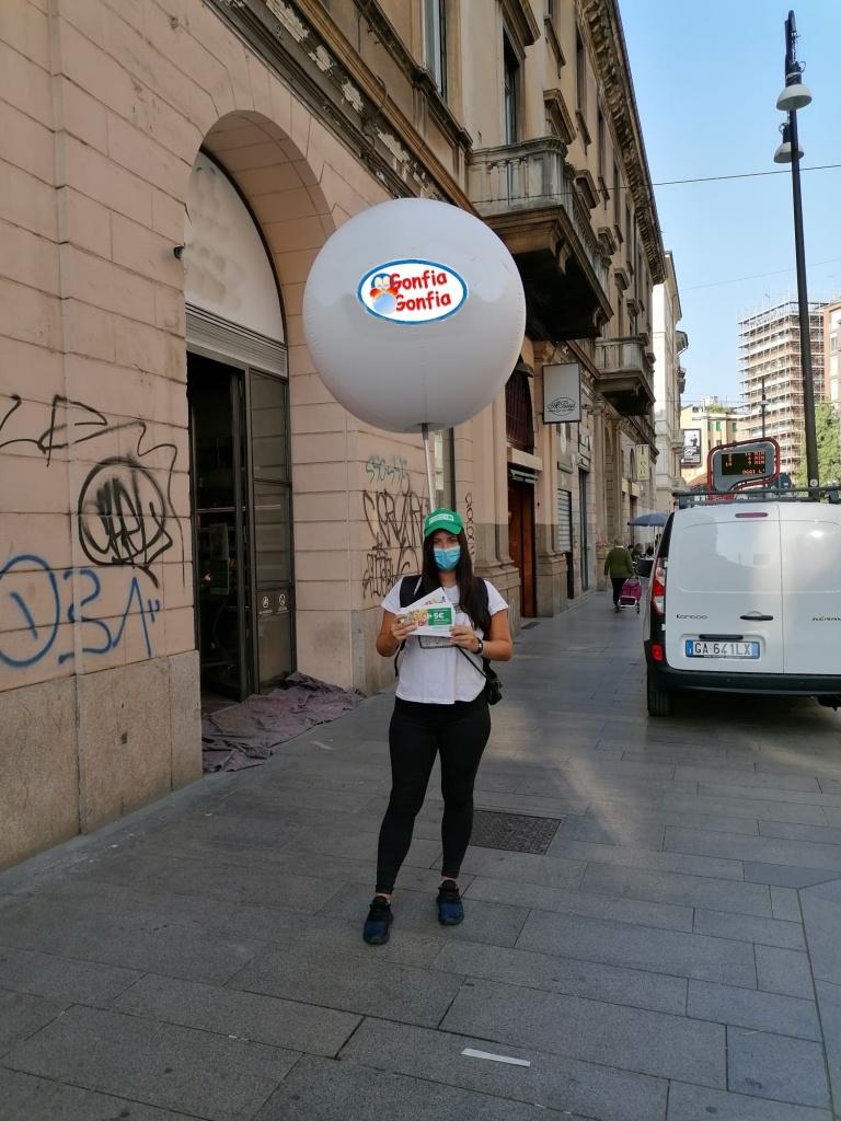 Pallone pubblicitario nello zaino